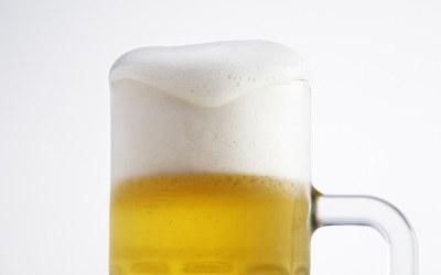 foamy-beer-close-up-beer-with-foam-bira-köpüğü